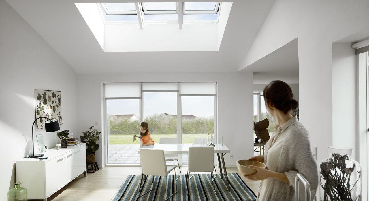 Velux integra la finestra intelligente per una casa domotica - Quanto costa una finestra velux ...