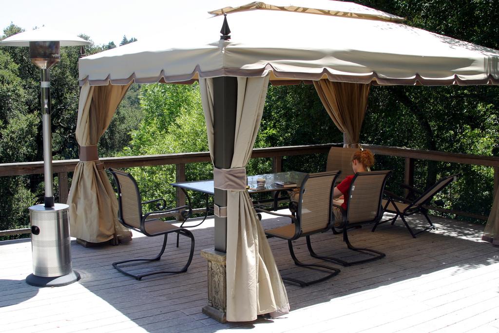 Come ripararsi dal sole in terrazza tende pergole e gazebo - Strutture mobili per terrazzi ...