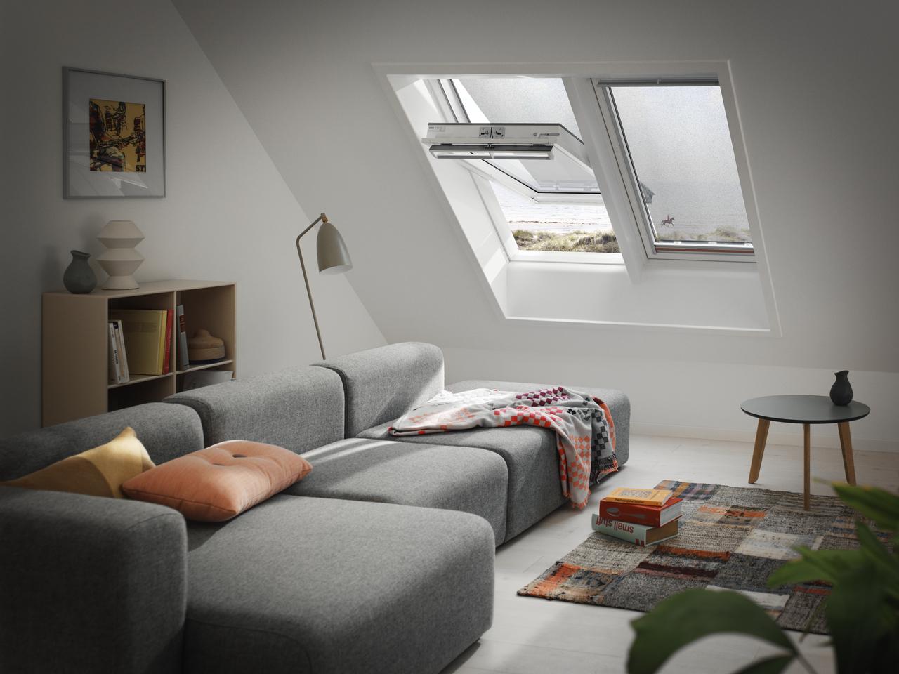 Come abbattere il caldo estivo che entra dalle finestre for Finestre velux foto