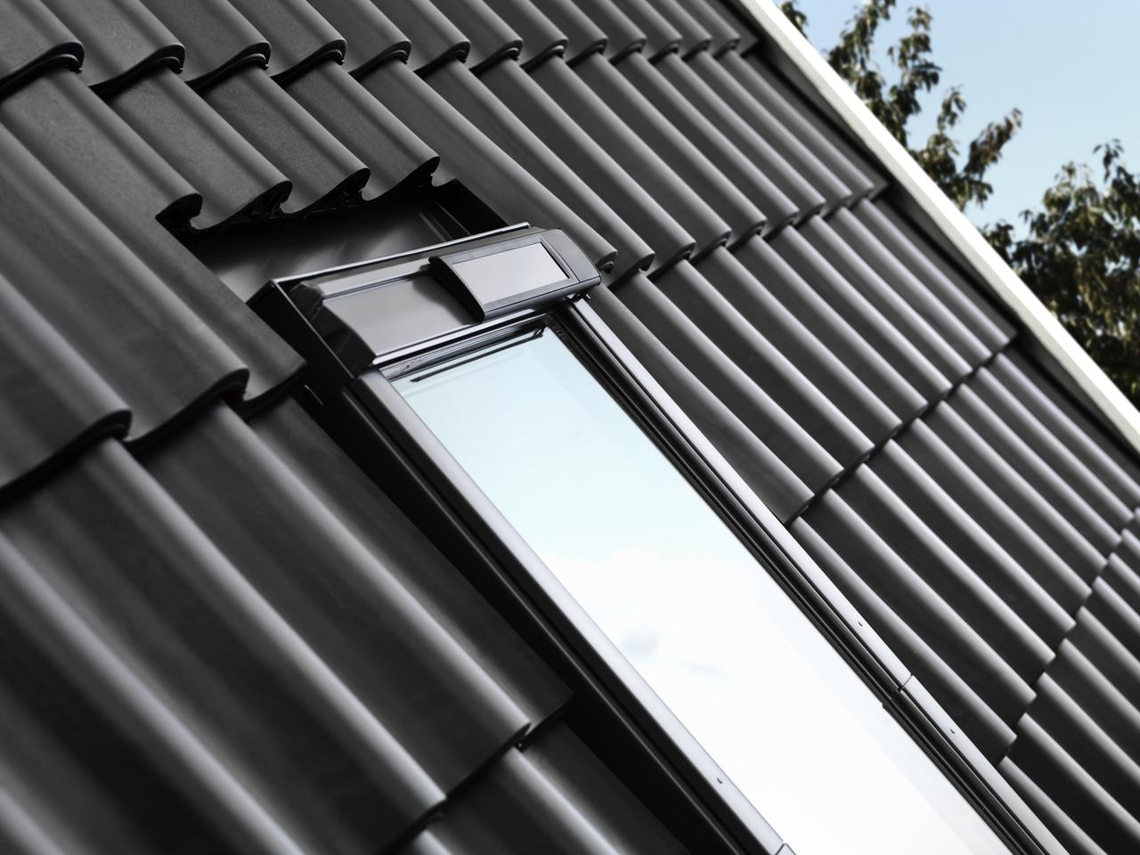 Come trasformare una finestra per tetti manuale in una finestra elettrica o solare - Quanto costa una finestra velux ...