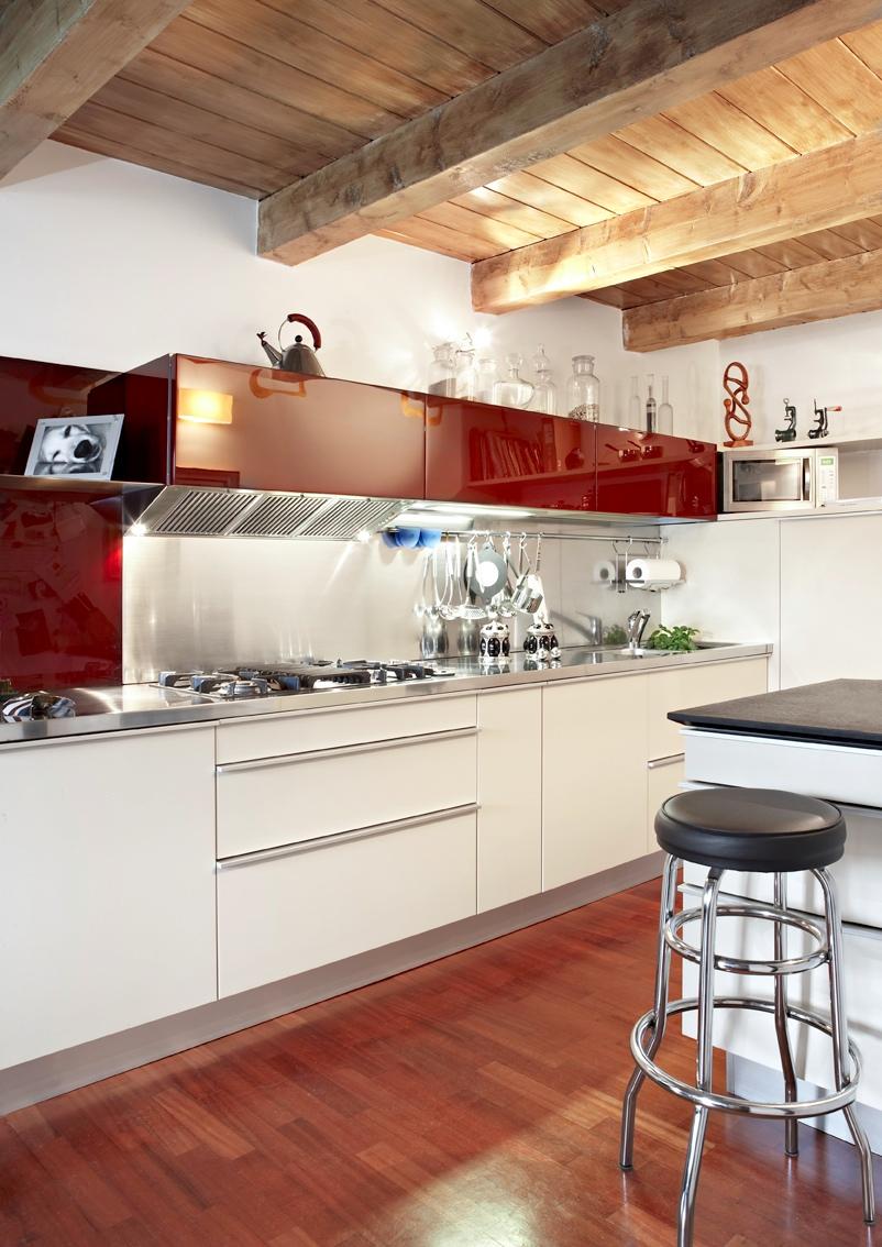Colori per arredare una mansarda originale di design con - Cucine per mansarde ...