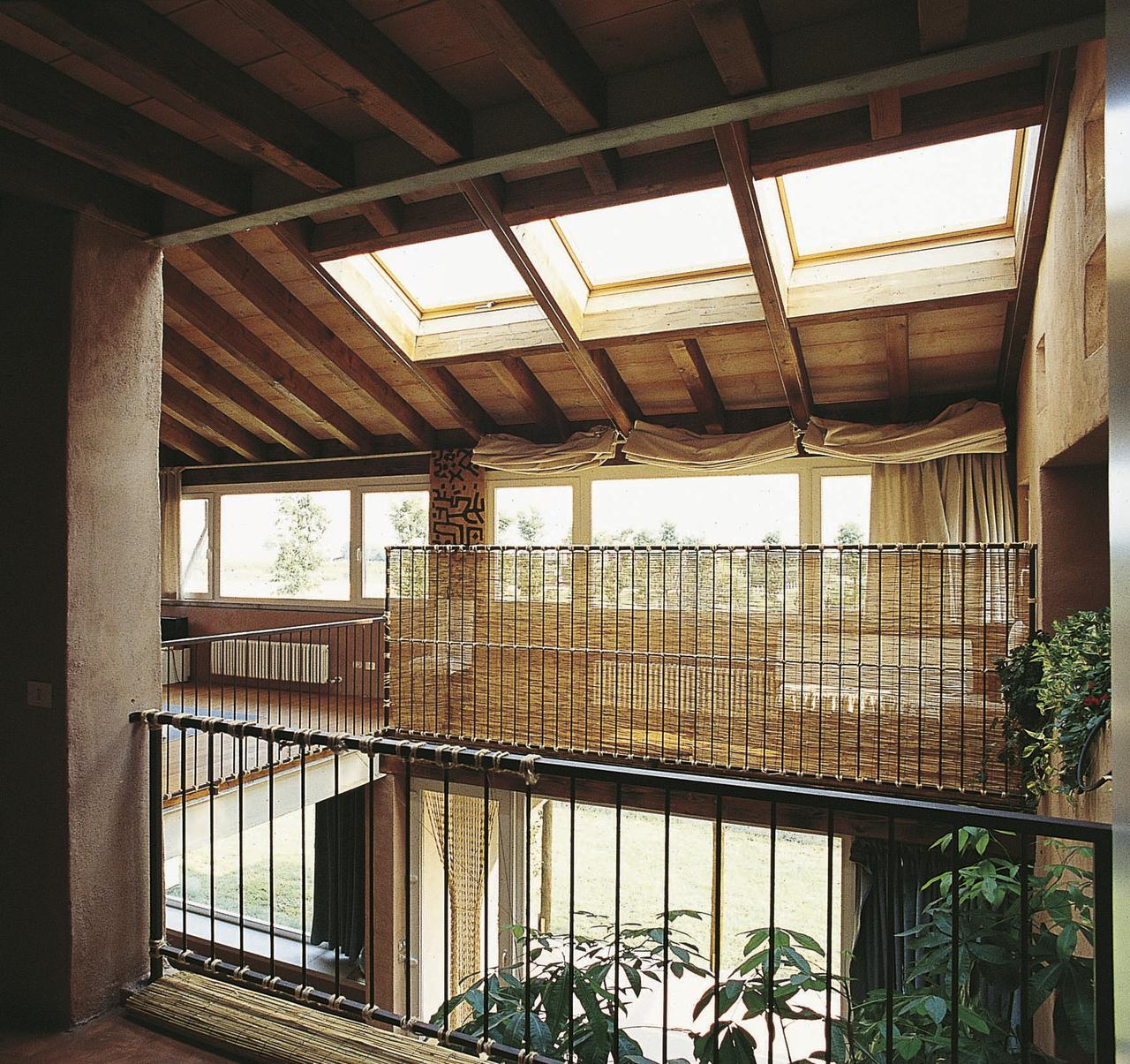 Da rustico a mansarda bioclimatica for Piani casa fienile rustico