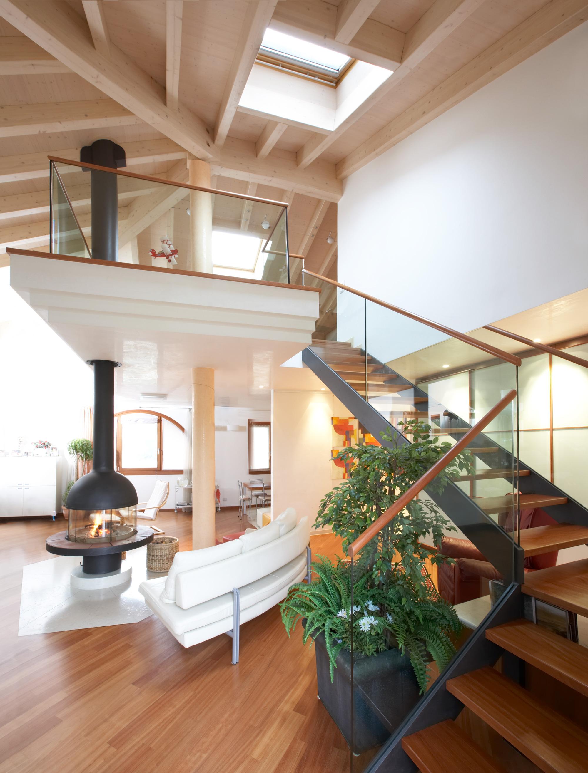 Appartamento mansardato i comfort di un appartamento con for Tre piani di garage per auto con soppalco