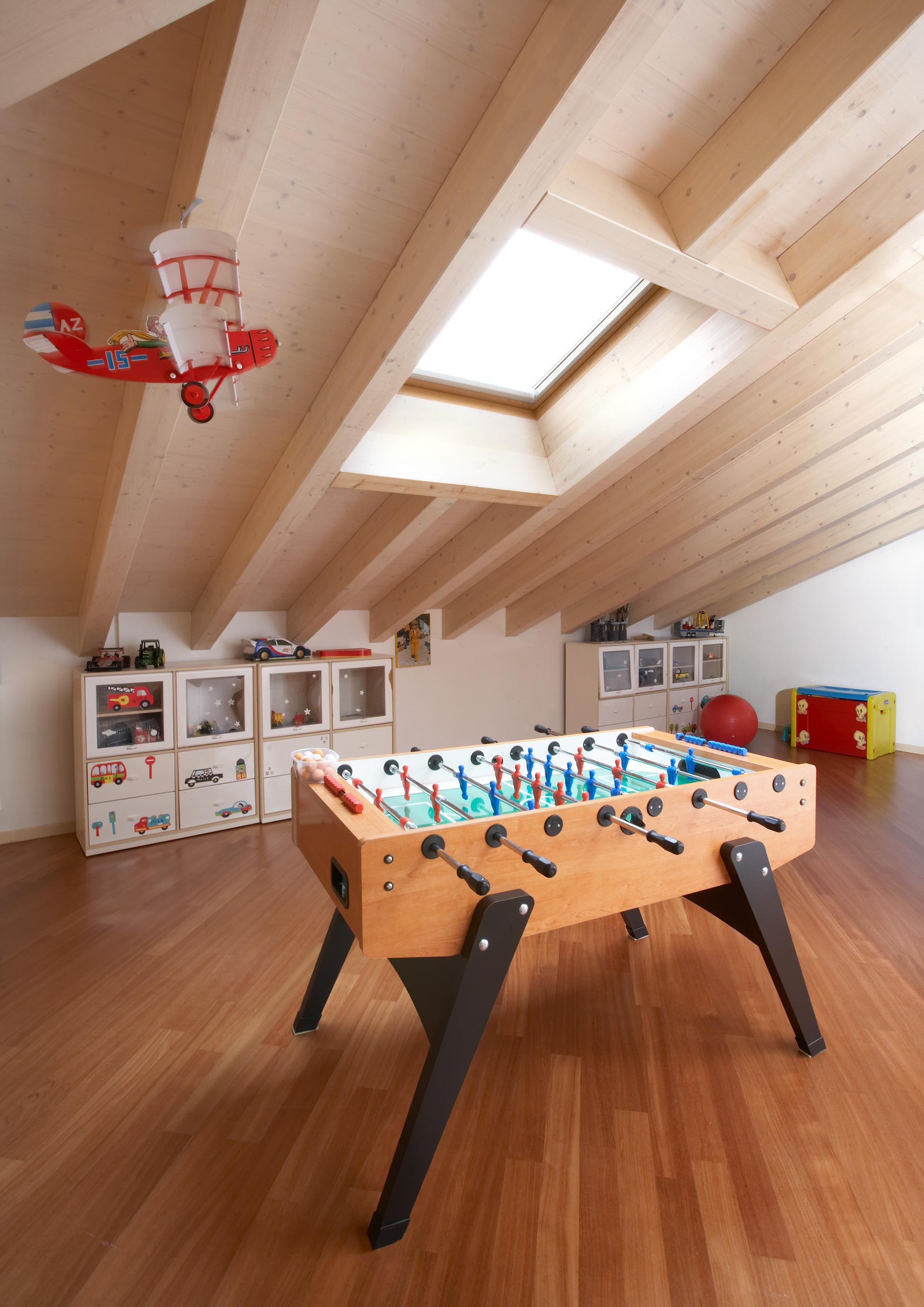 Appartamento mansardato i comfort di un appartamento con for Disegni di mobili su misura