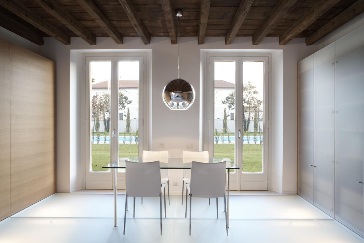 Il Recupero Di Una Casa Di Corte Mansarda.it #30241C 1198 799 Illuminare Sala Da Pranzo
