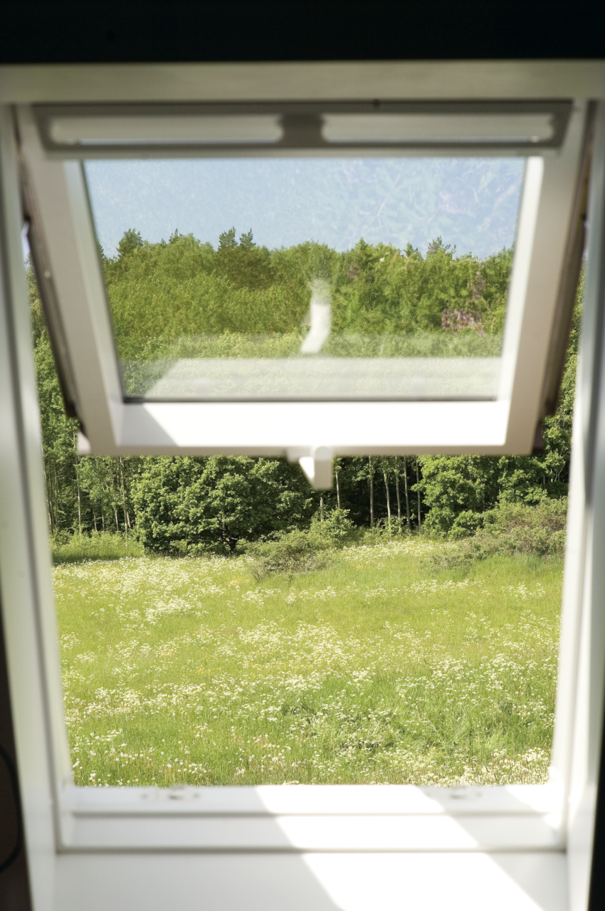Finestre per tetti scegli il modello pi adatto - Finestra a vasistas ...