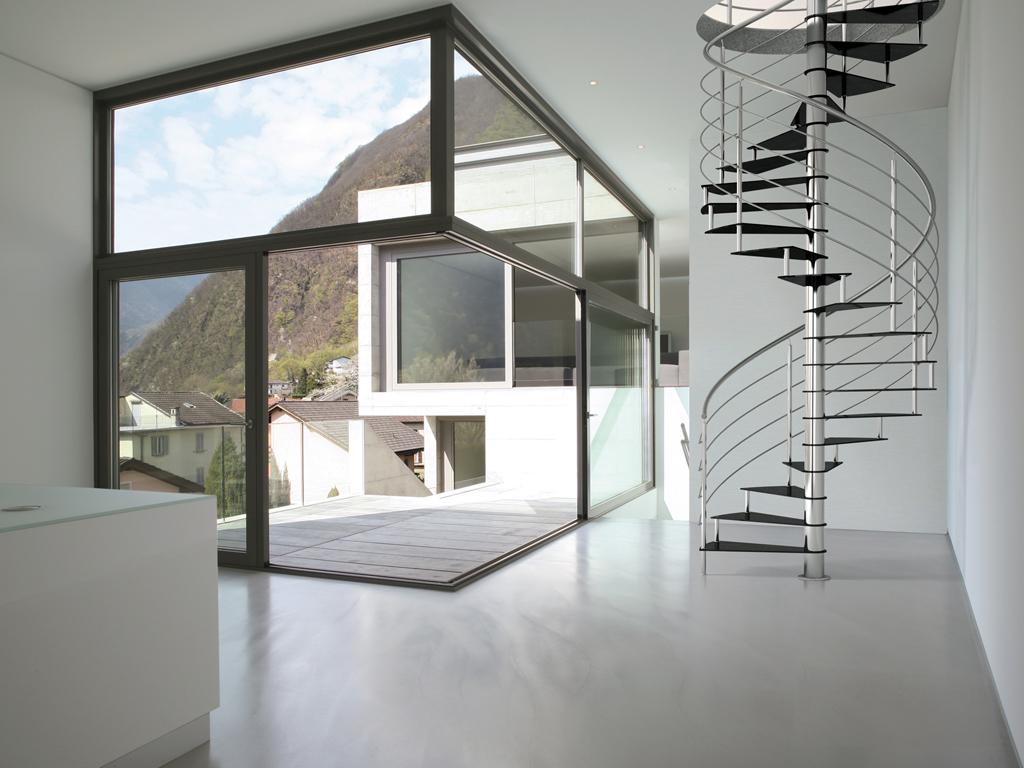 Scale per mansarda: ferro e legno, dal design moderno   casa luce