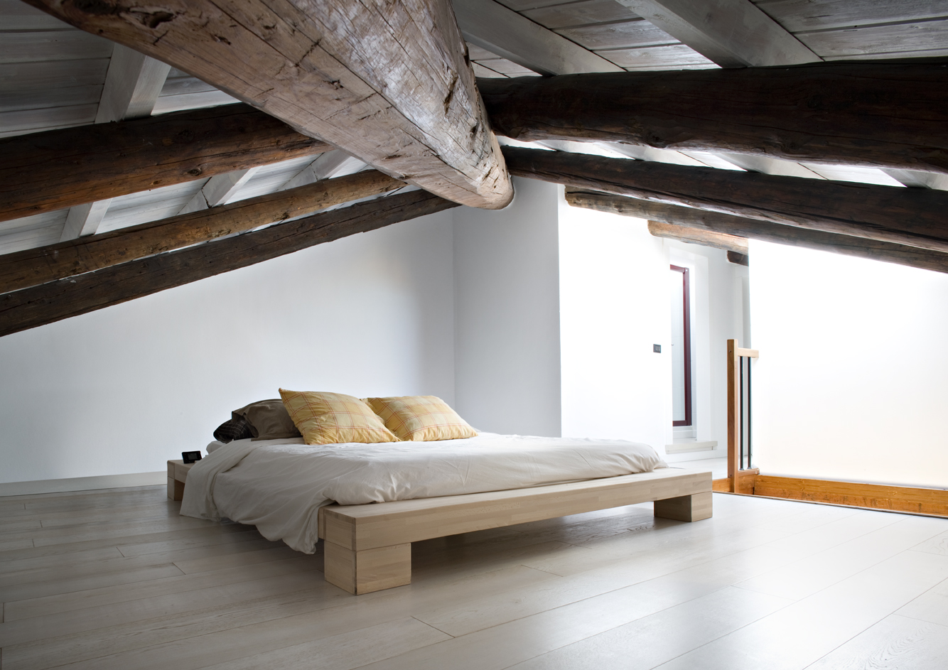 Una mansarda con terrazzo for Finestra mansarda