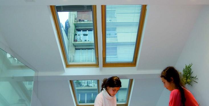 Il recupero di una mansarda a parigi - Finestre con pannelli solari ...