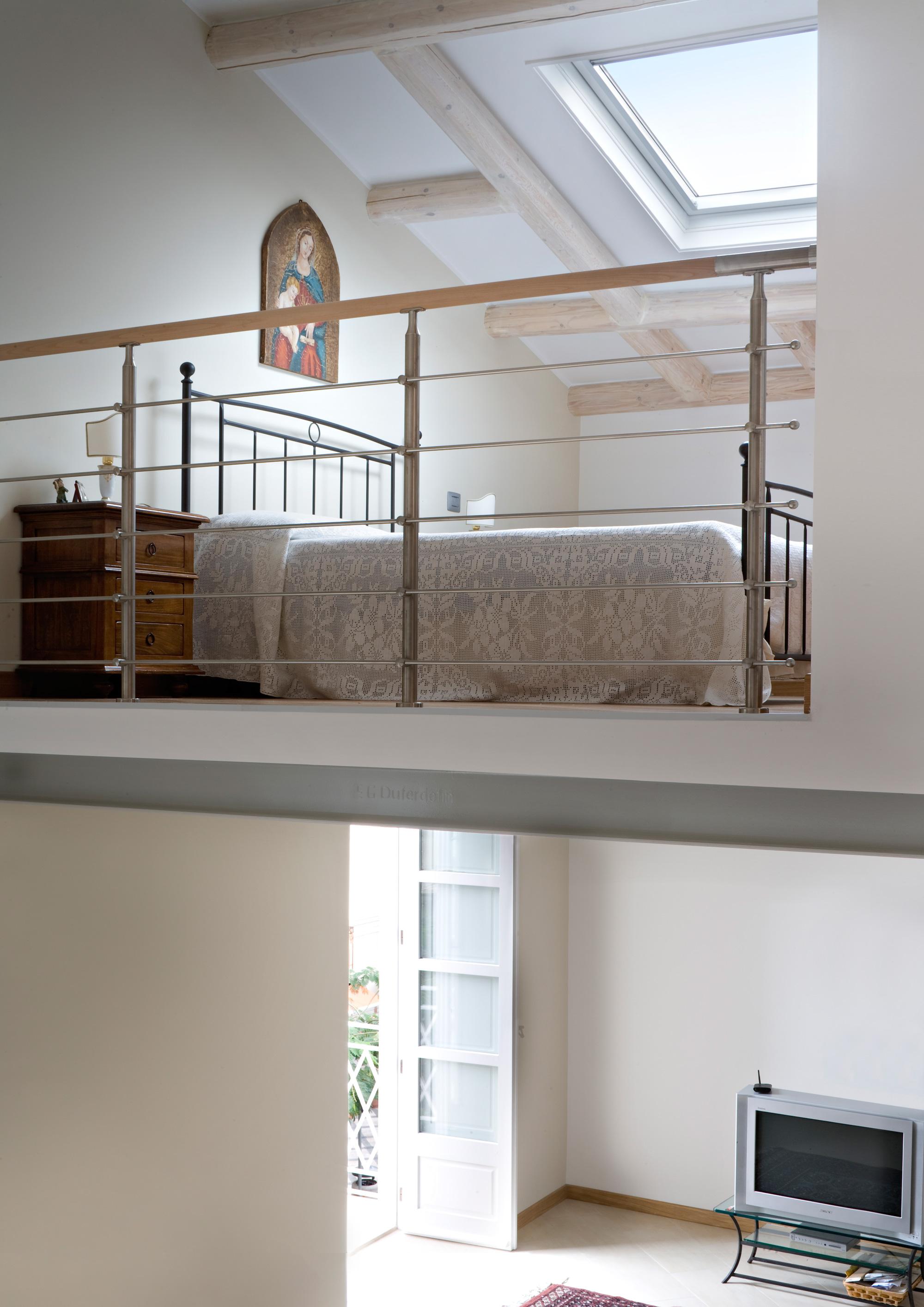 La ristrutturazione di una casa con mansarda for Piani casa fienile con soppalco