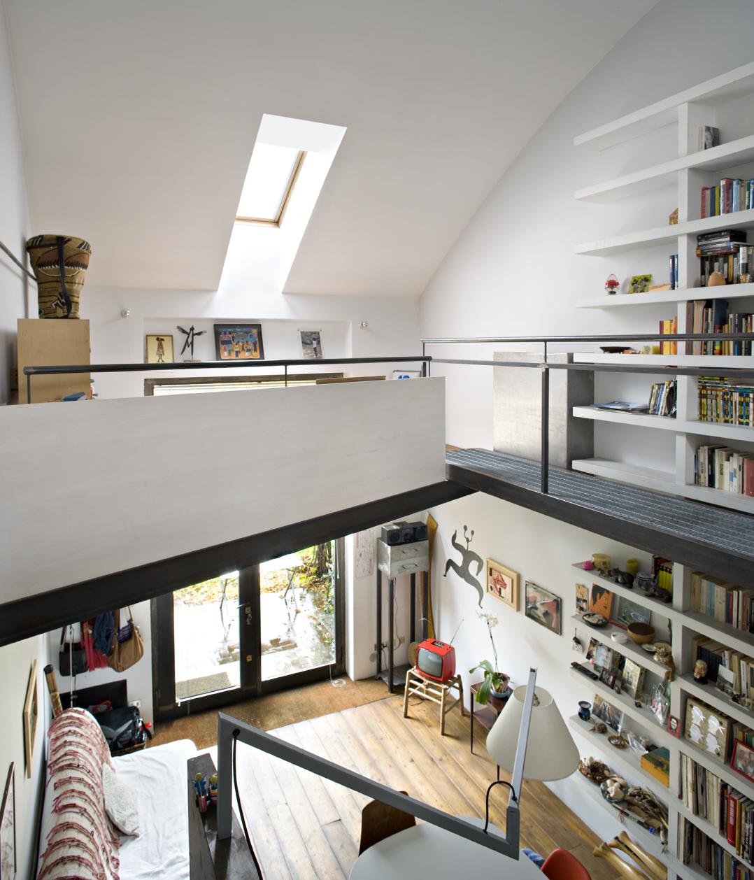 Un mini loft a milano for Altezza finestre da terra