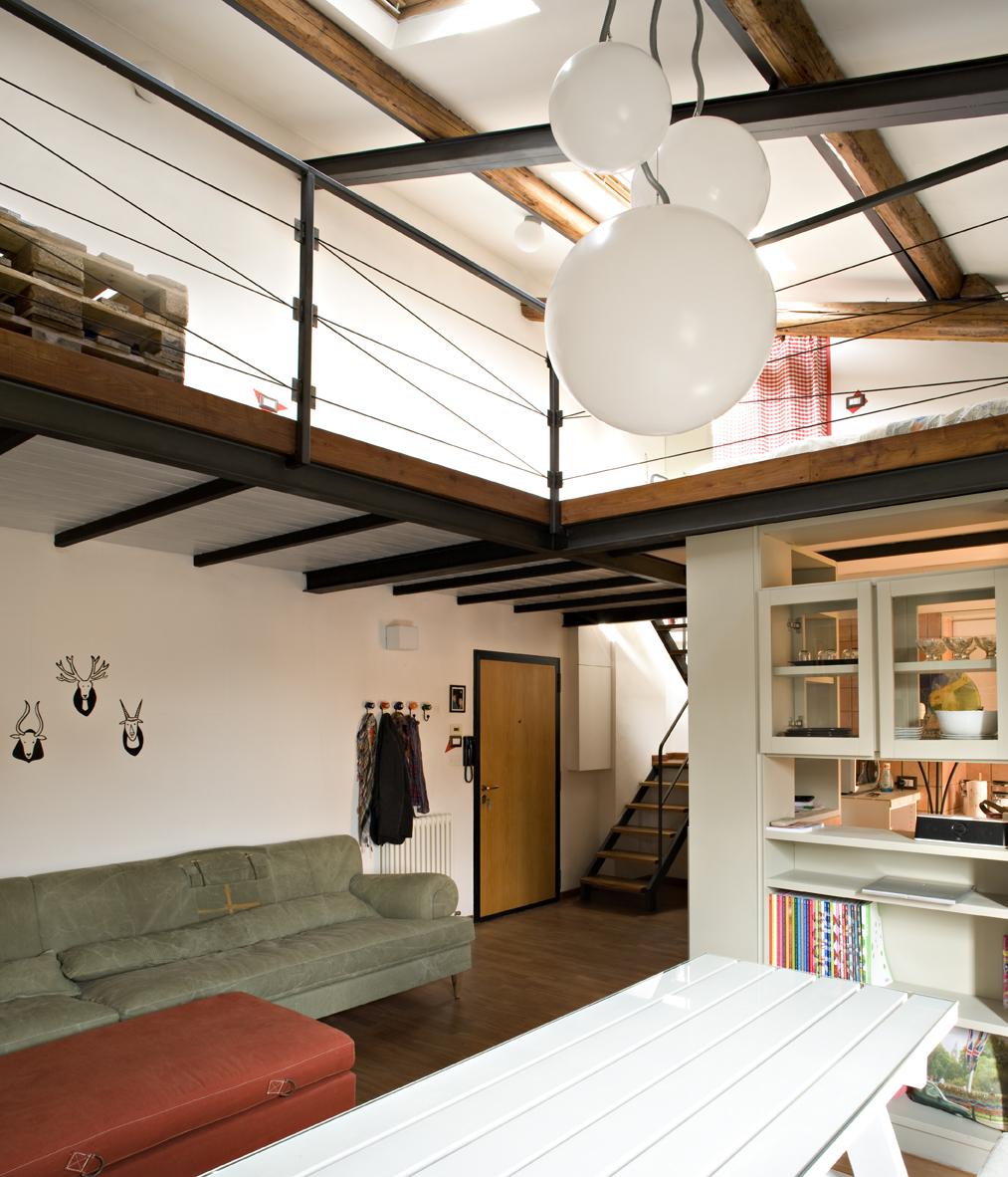 Arredare la mansarda con materiali di riciclo casa luce for Registrare i piani di casa con soppalco