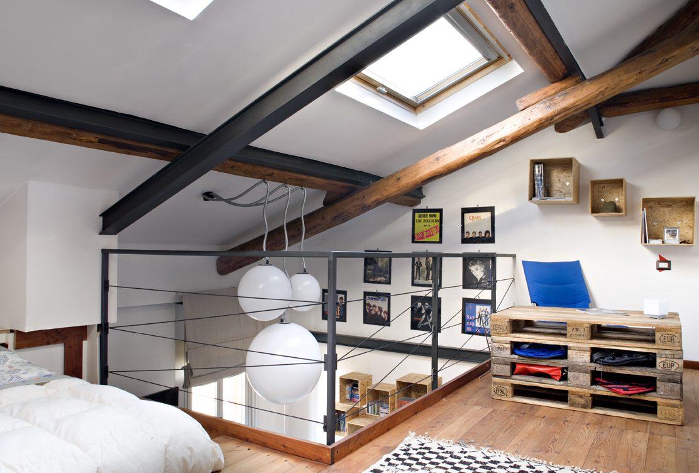 Arredare la mansarda con materiali di riciclo casa luce for Arredare mansarda open space