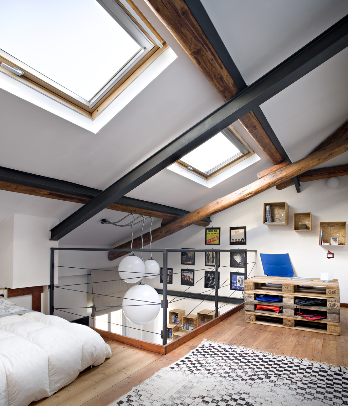 Arredare la mansarda con materiali di riciclo casa luce for Piani casa sul tetto di bassa altezza