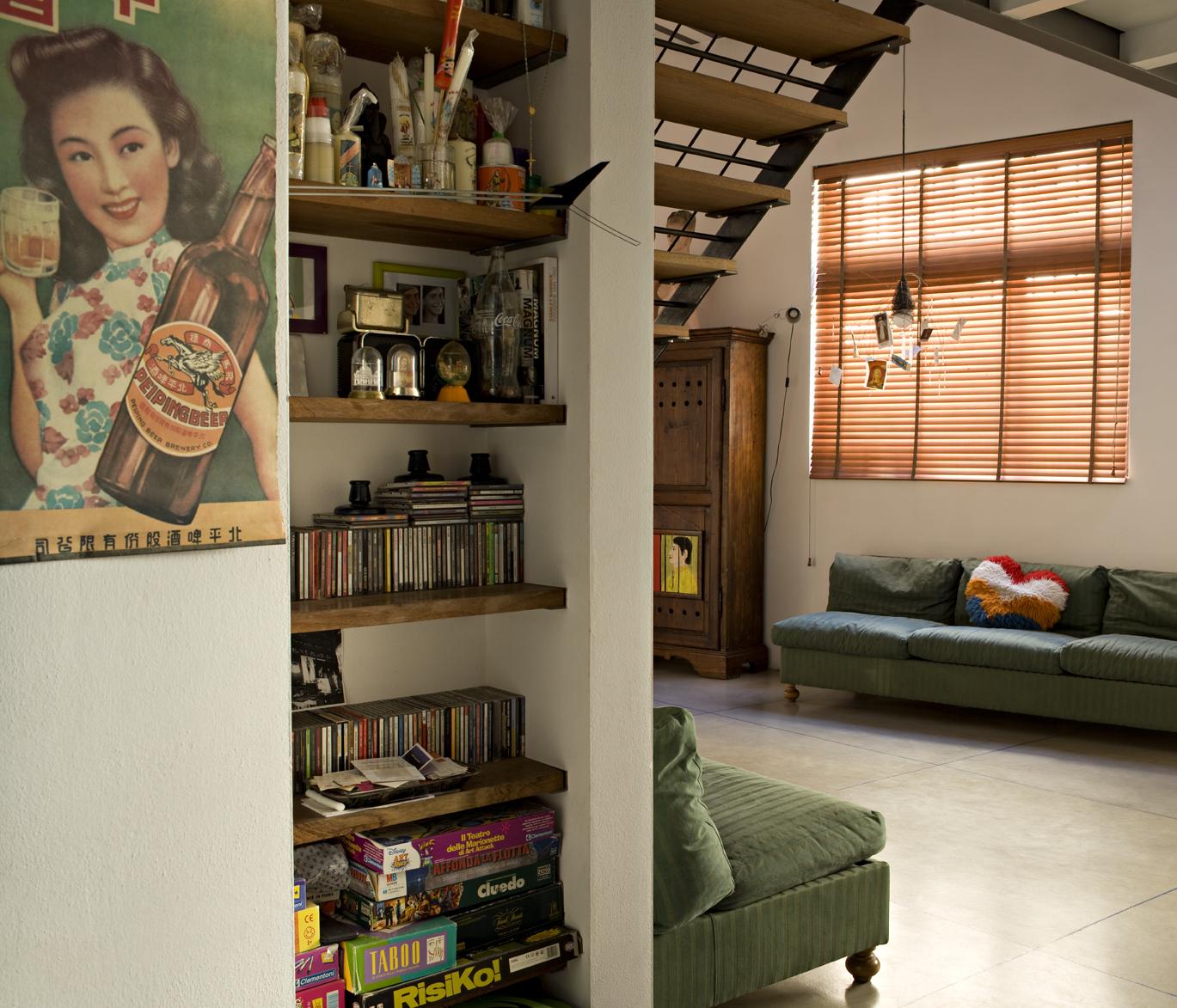 Un loft in stile vintage con soppalco casa luce Oggetti vintage per casa
