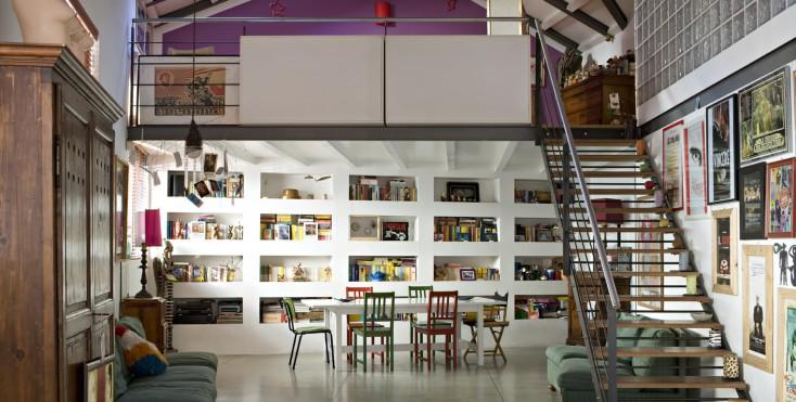 Un loft in stile vintage con soppalco casa luce for Open space in stile ranch