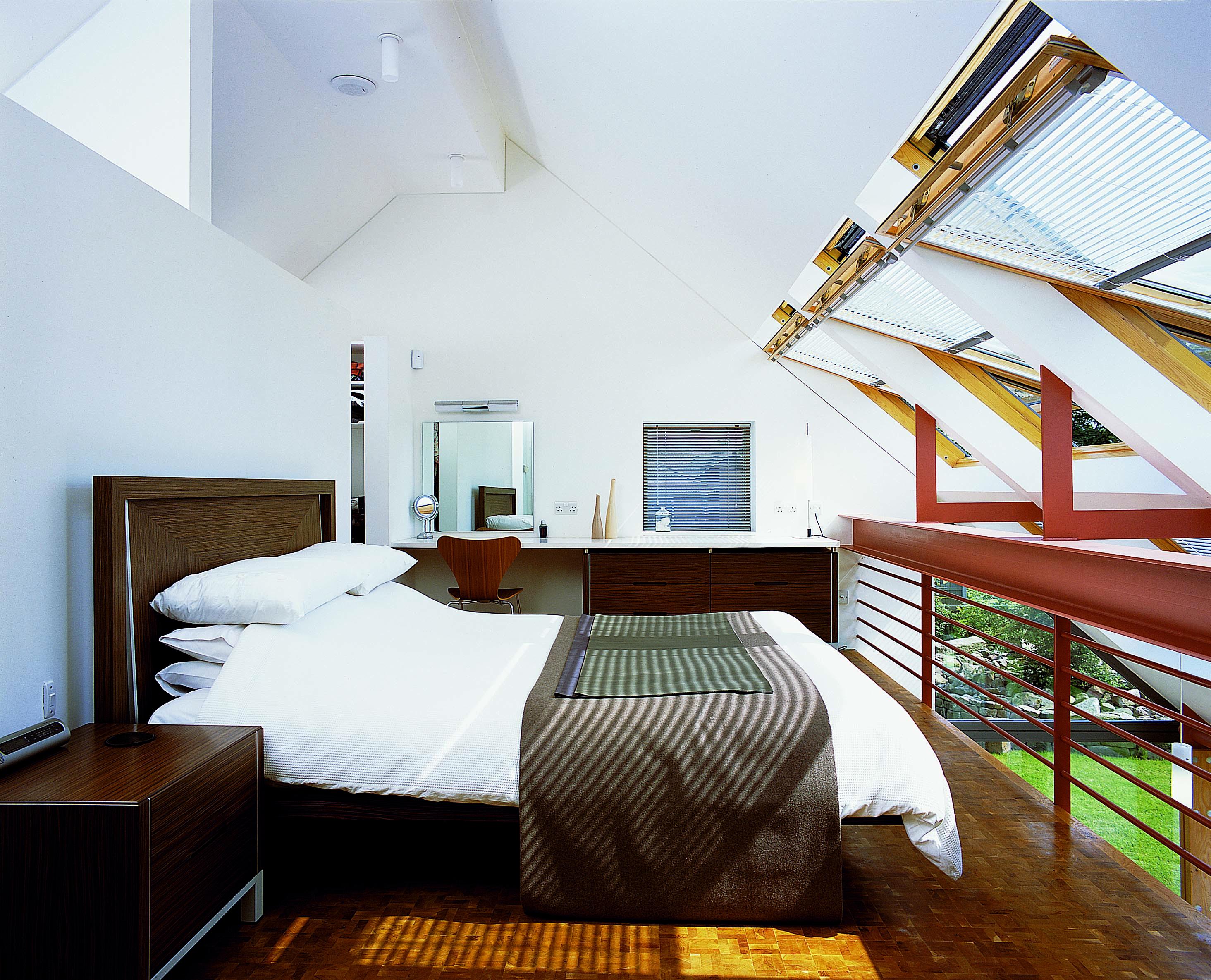 La camera da letto con le finestre Velux