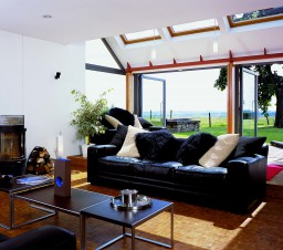 La vetrata e le finestre Velux che danno sulla campagna
