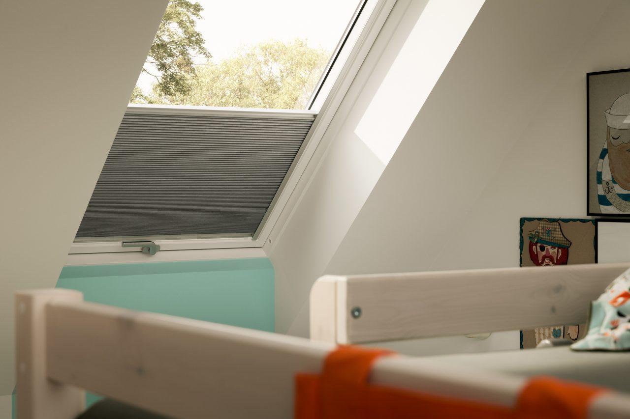 Cameretta in mansarda foto immagini e idee for Finestre a soffitto