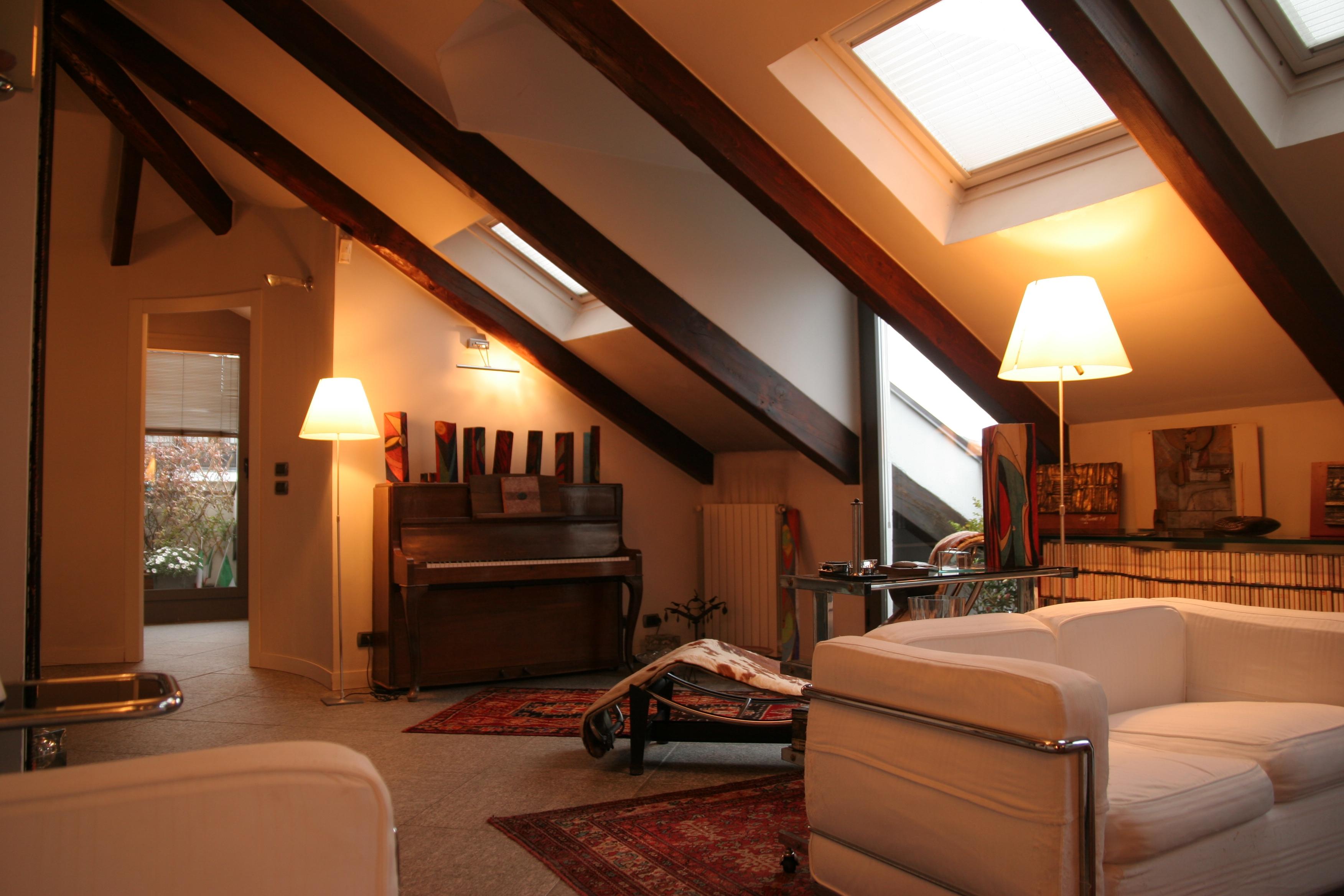 Vivere in una mansarda a torino foto della ristrutturazione - Quanto costa un architetto per ristrutturare casa ...