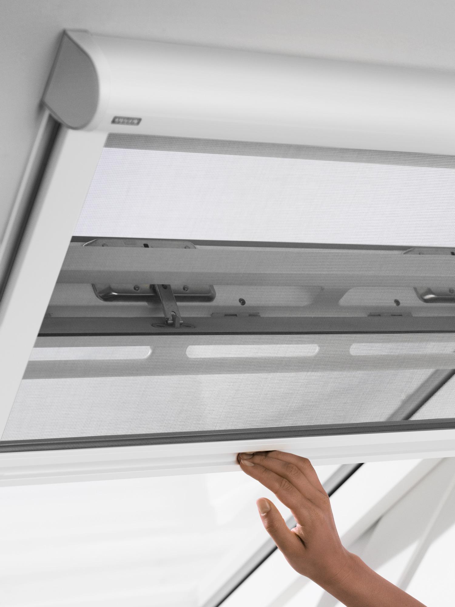 Zanzariera velux per finestre a tetto for Finestre velux elettriche prezzi