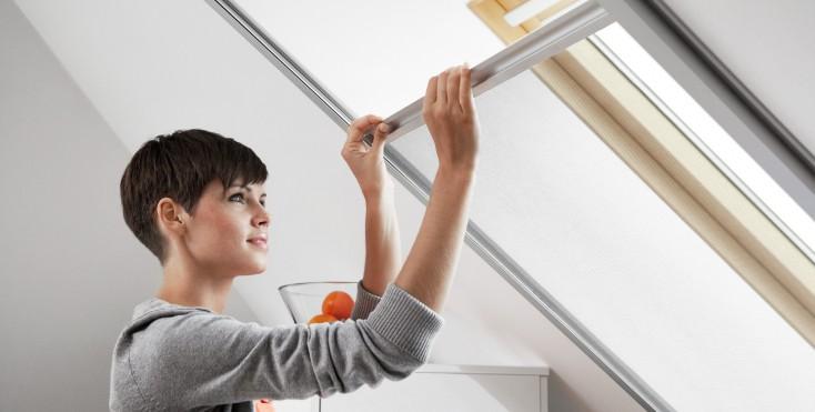 Zanzariera velux per finestre a tetto for Finestre velux istruzioni telecomando
