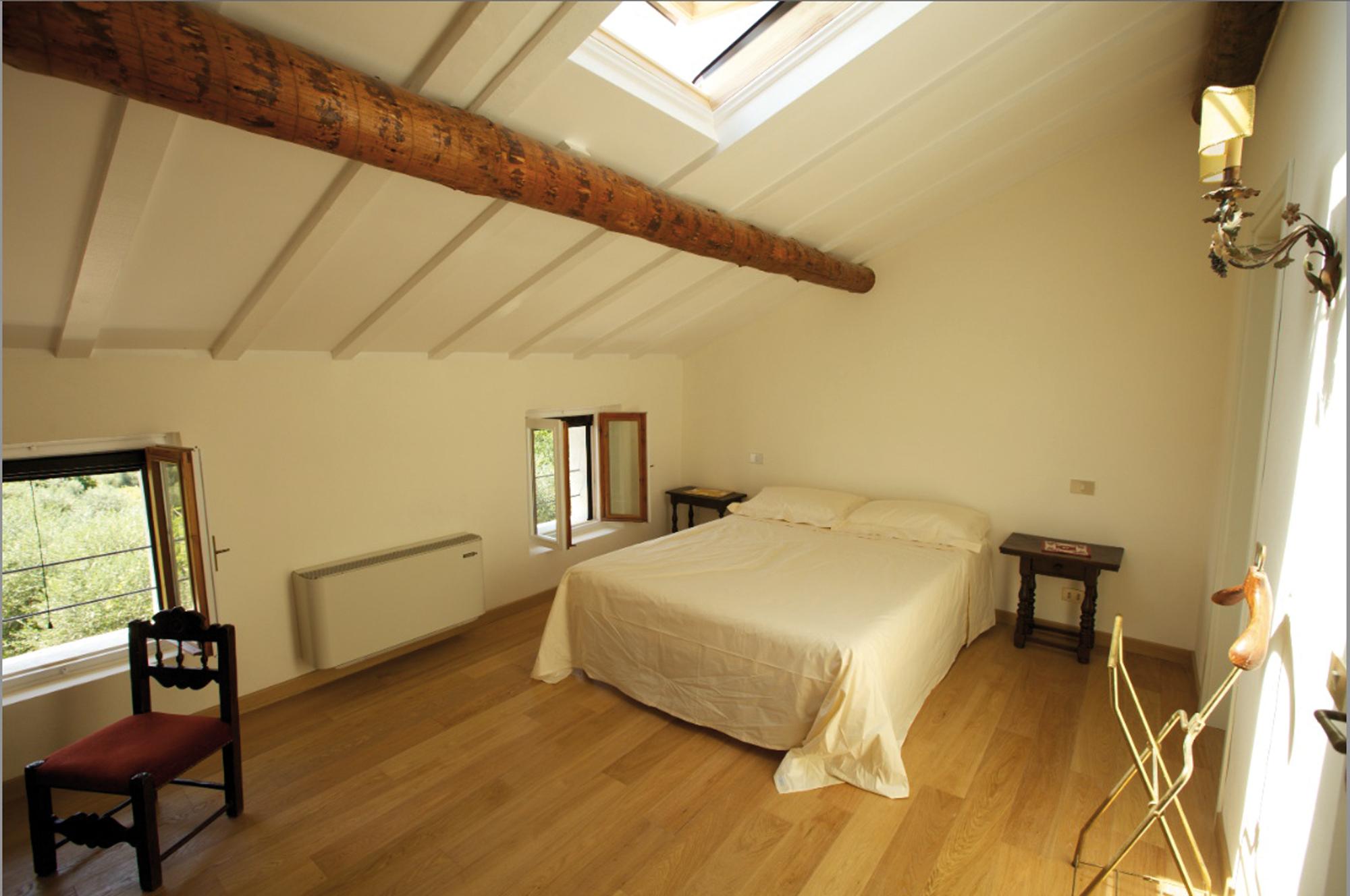 Recuperare un edificio del passato - Camera da letto mansarda ...