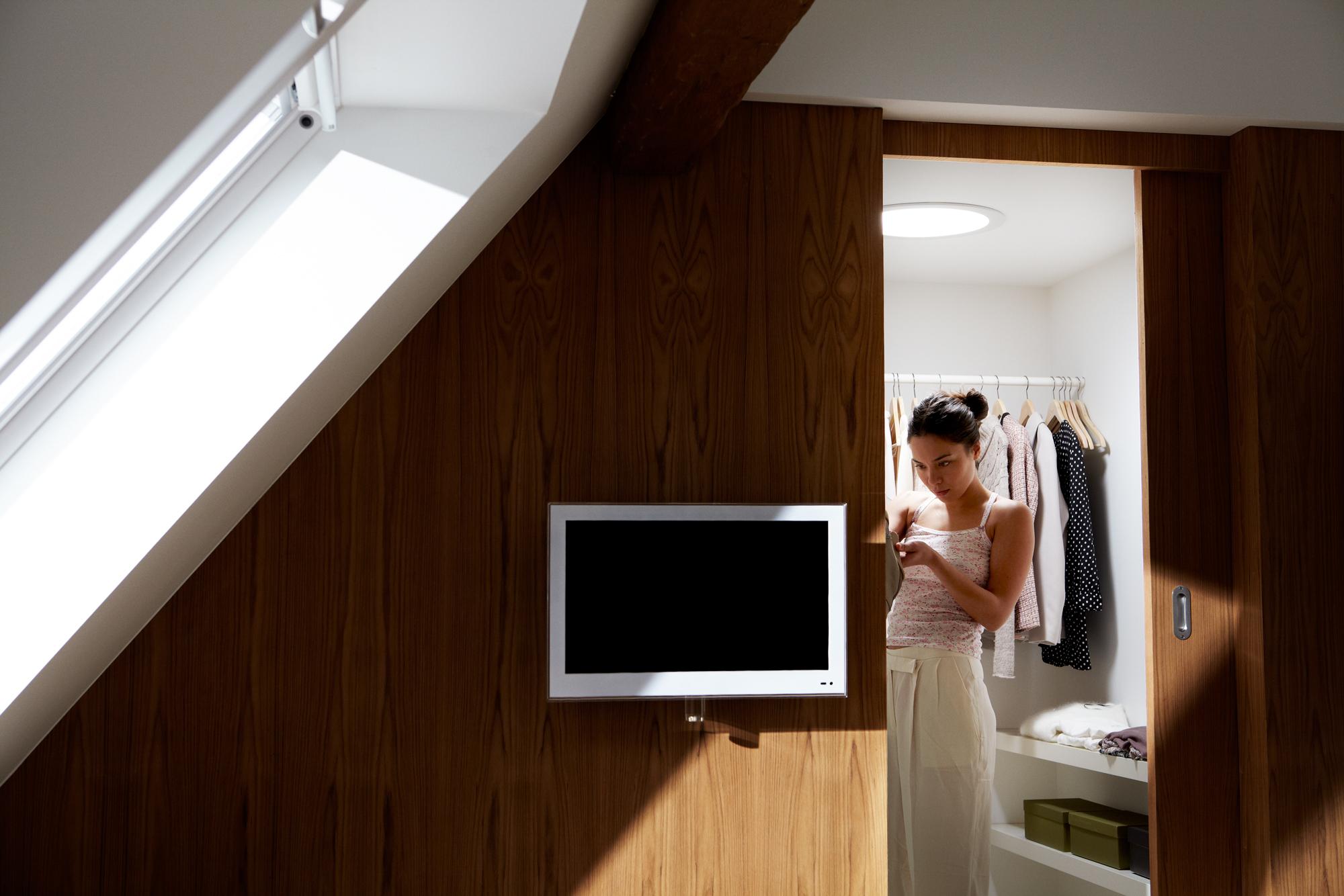 Tunnel solare il sole in una stanza luce naturale dal soffitto - Finestre con pannelli solari ...
