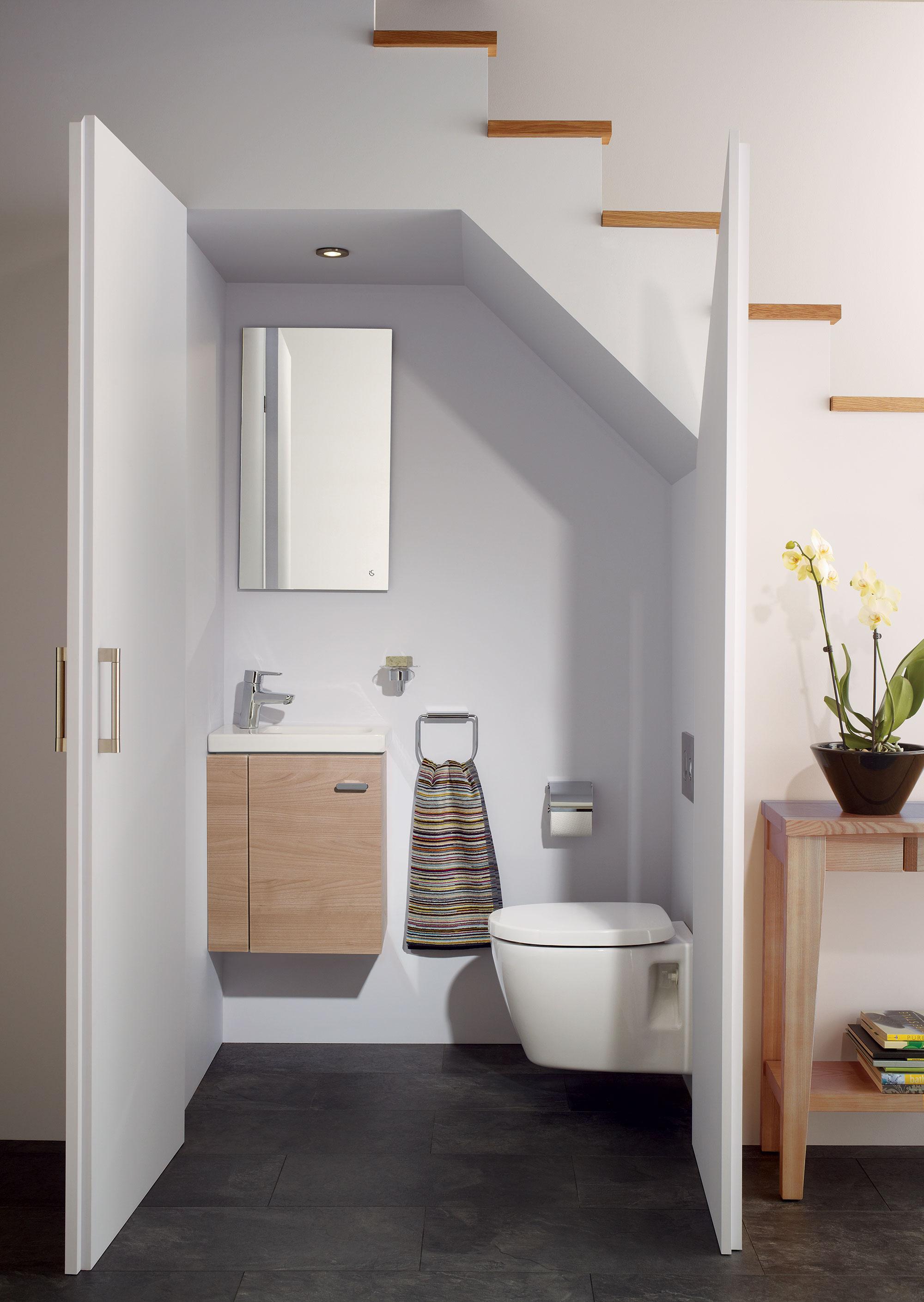 Idee per usare lo spazio sotto una scala - Bagno cieco soluzioni ...