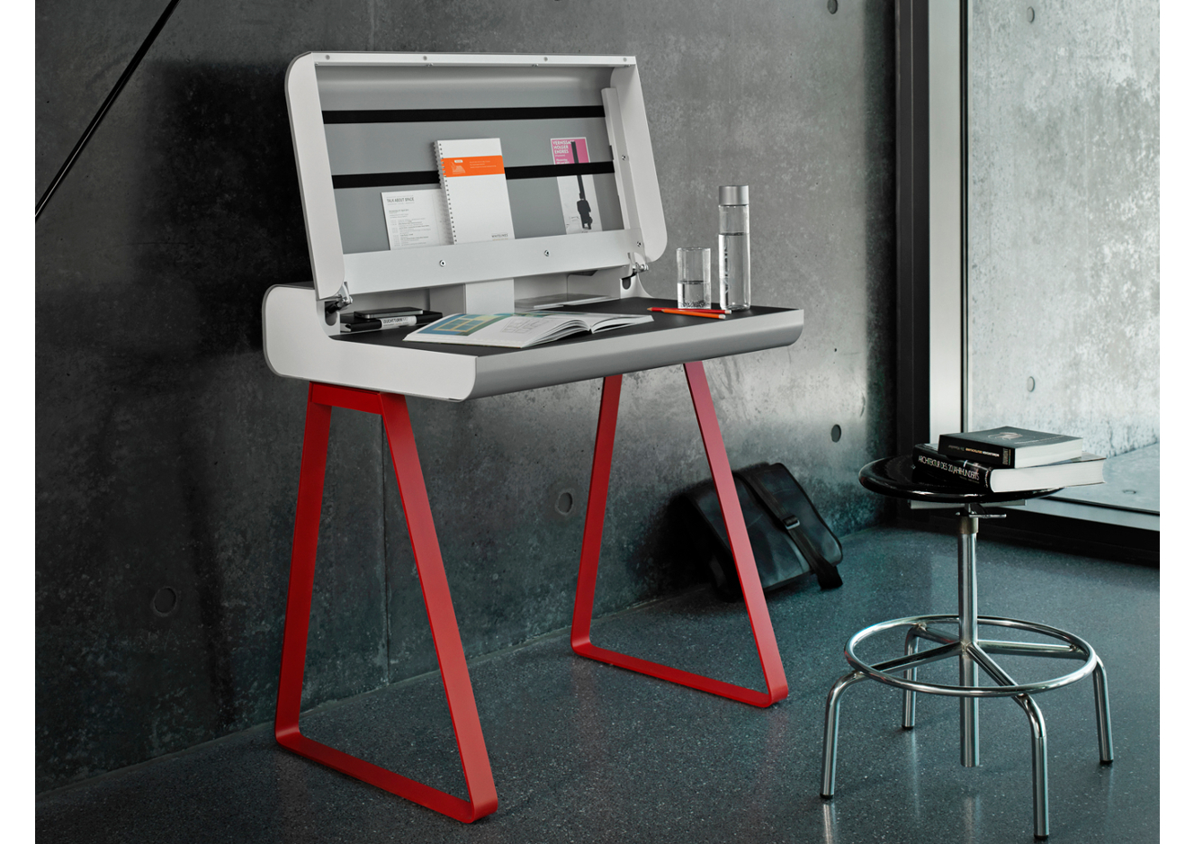Sedute e tavolini per lavorare da casa for Essere minimalisti