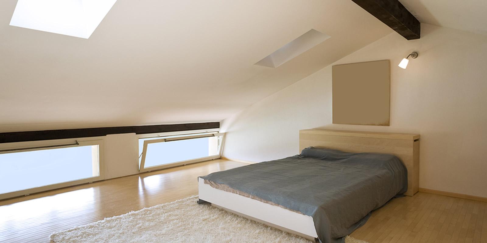 Letti bassi per la mansarda - Camera da letto sottotetto ...