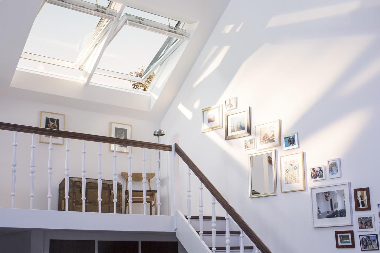 Come aggiungere dei quadri in mansarda - Quadri con finestre ...