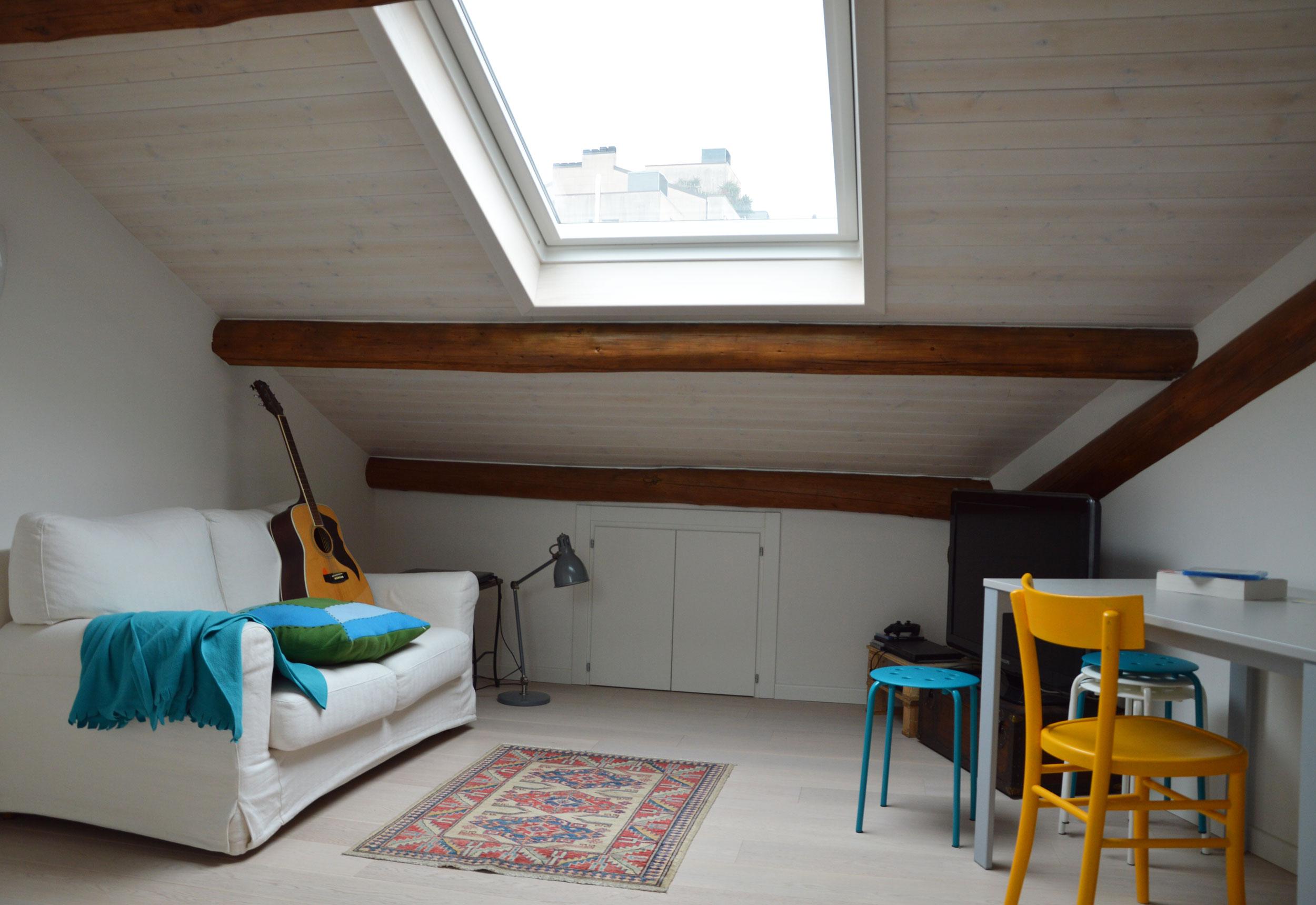 Ultimo piano in piena luce - Camera da letto sottotetto ...