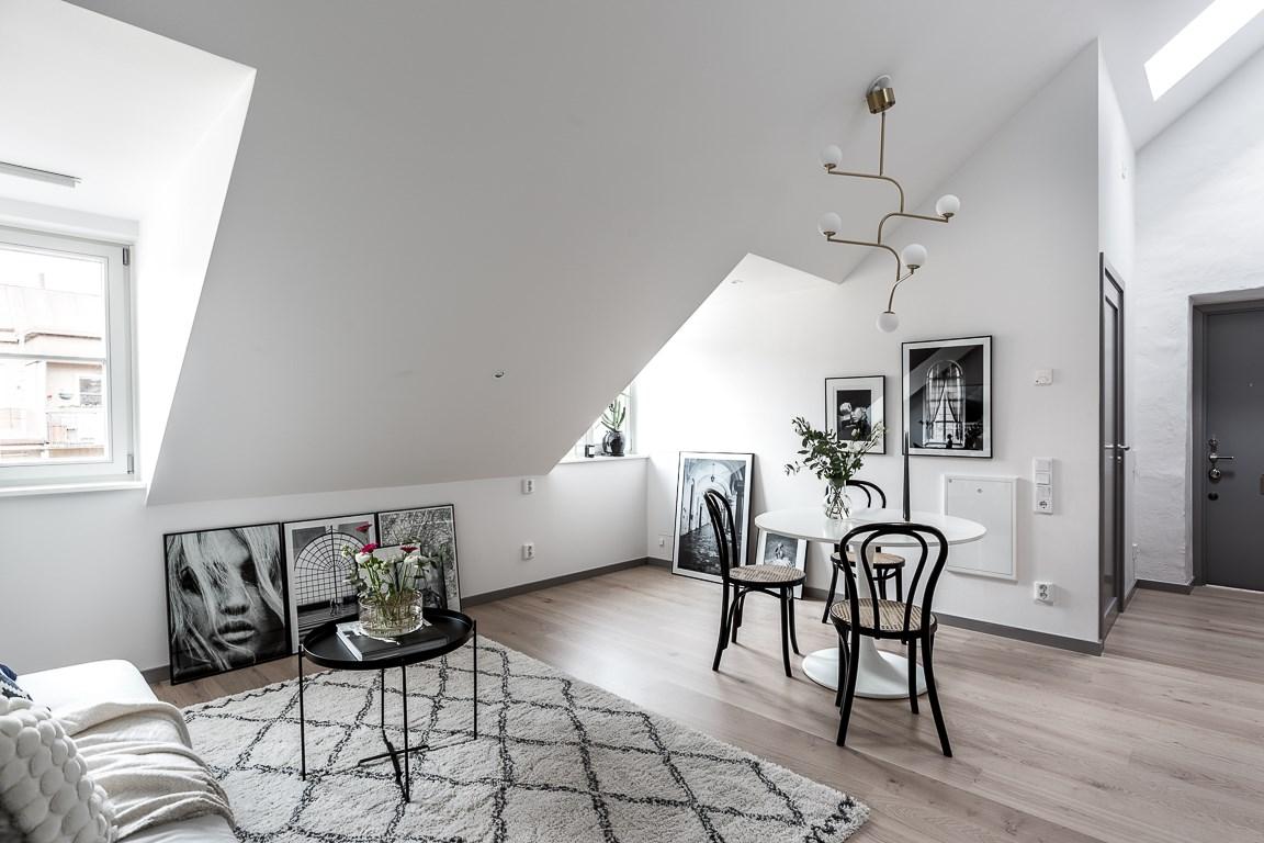 Pareti Con Foto In Bianco E Nero : Come aggiungere dei quadri in mansarda mansarda