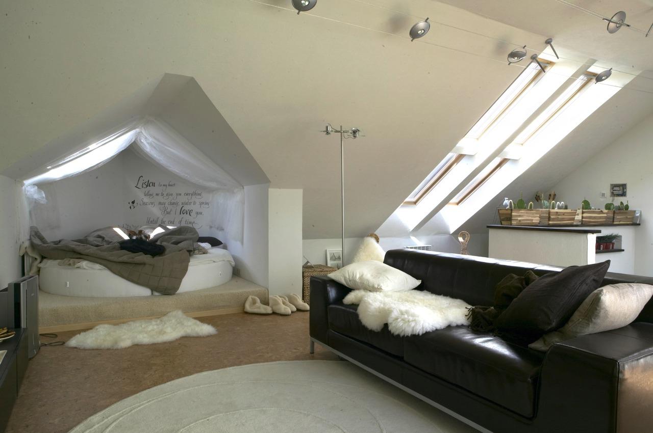 I lampadari giusti per la mansarda for Faretti camera da letto