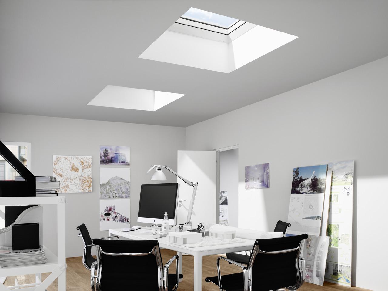 Un ufficio in mansarda for Velux tetto piano
