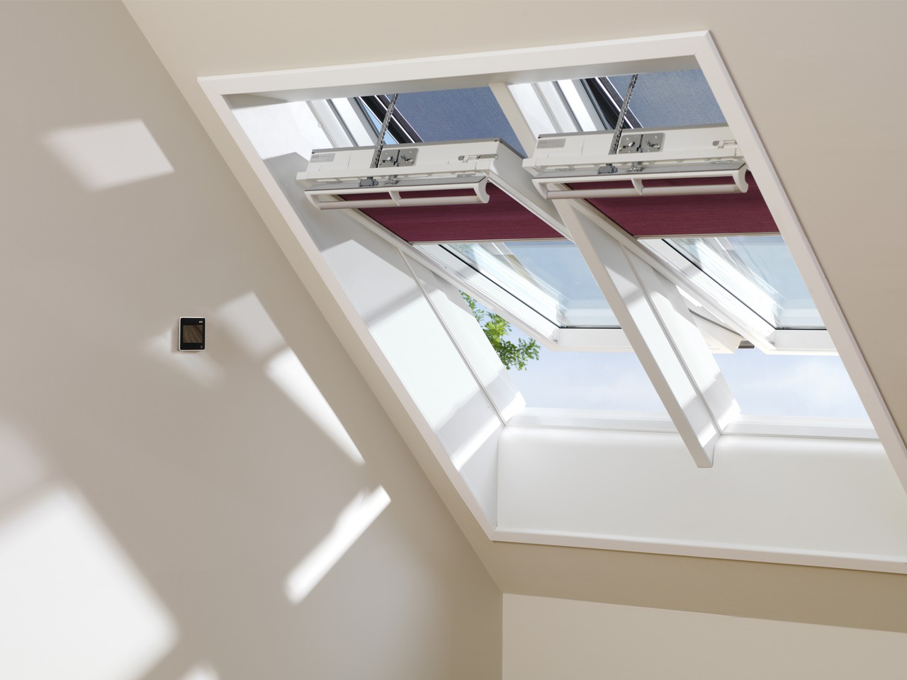 velux integra la finestra programmabile. Black Bedroom Furniture Sets. Home Design Ideas