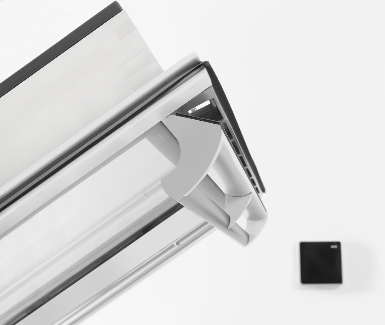 Velux integra la finestra programmabile - Quanto costa una finestra velux ...