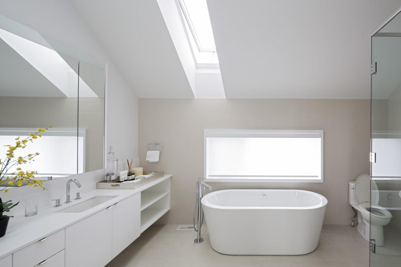 Una casa attiva in canada for Finestre a soffitto