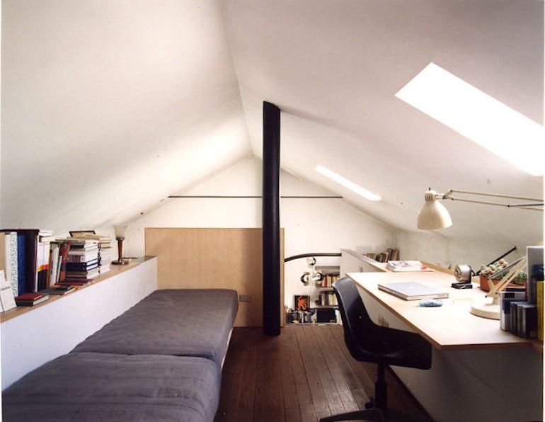 8 modi per ottenere un angolo ufficio in mansarda for Arredamento per sottotetto