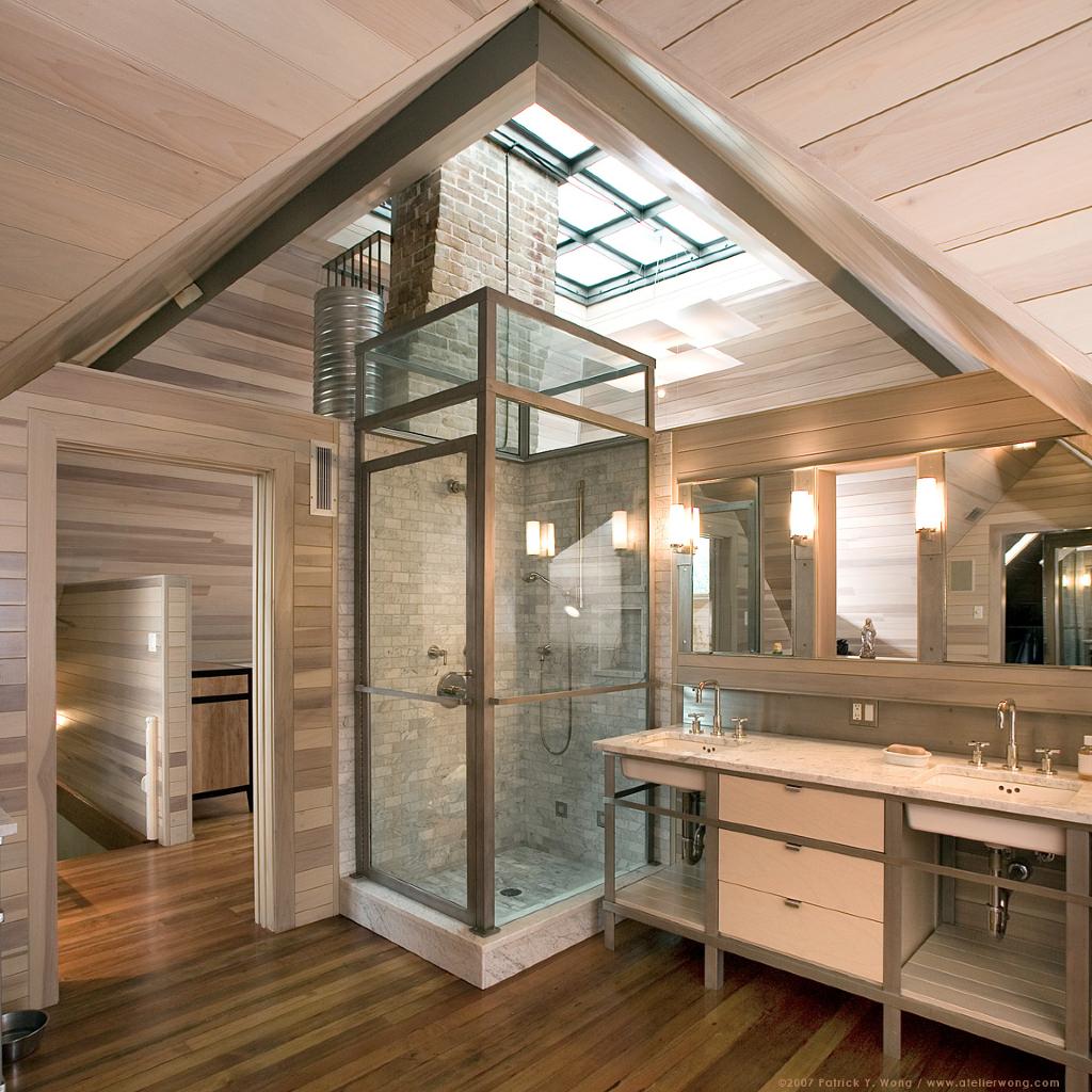 7 bagni con doccia nel sottotetto - Spiata nel bagno ...