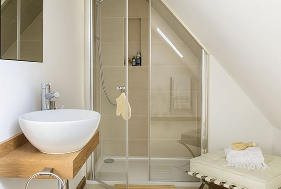 7 bagni con doccia nel sottotetto - Mansarda.it