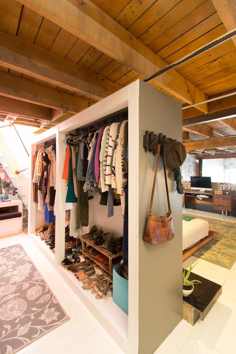 6 modi per organizzare il guardaroba in mansarda for Cabina armadio low cost