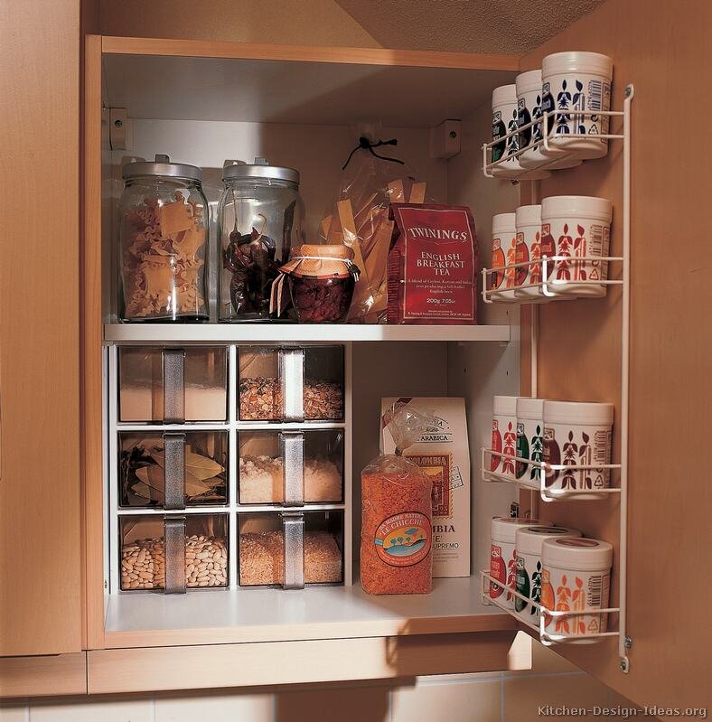 3 idee per ricavare spazio in cucina for Best cleaning solution for kitchen cabinets