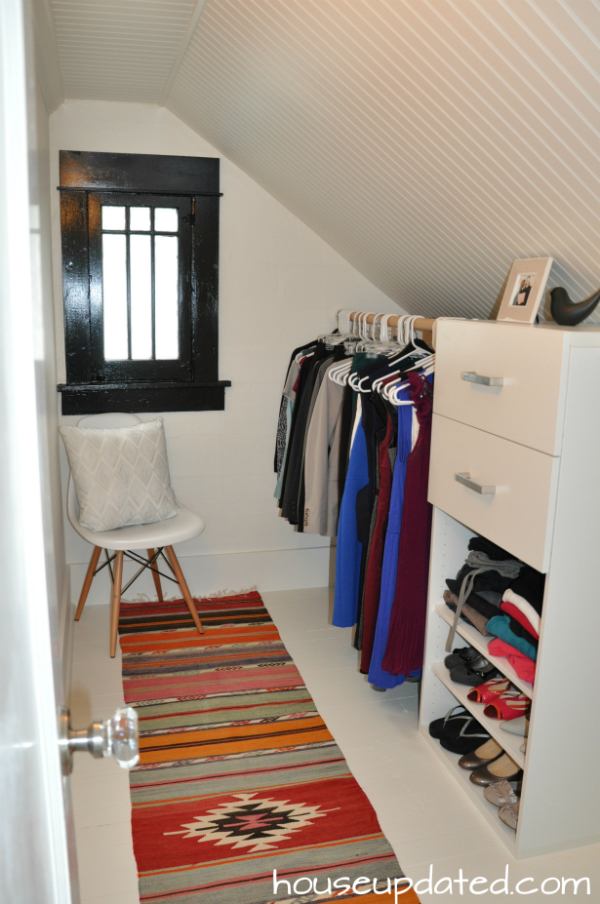 Un piccolo guardaroba in mansarda - Cabine armadio in mansarda ...