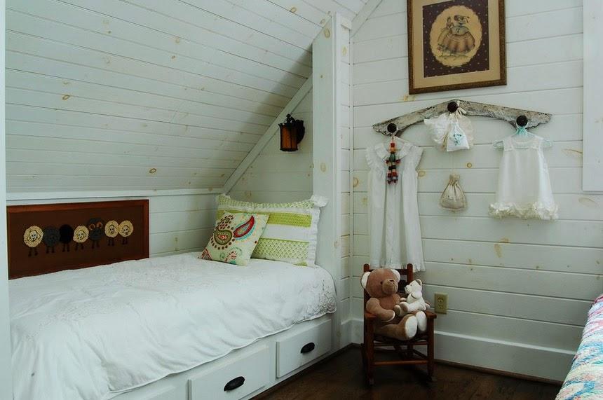 10 suggerimenti per sfruttare al meglio ogni angolo della for Camera da letto matrimoniale in mansarda
