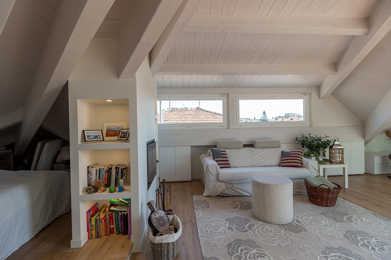 Soluzioni per sfruttare al meglio lo spazio for Camera da letto matrimoniale in mansarda