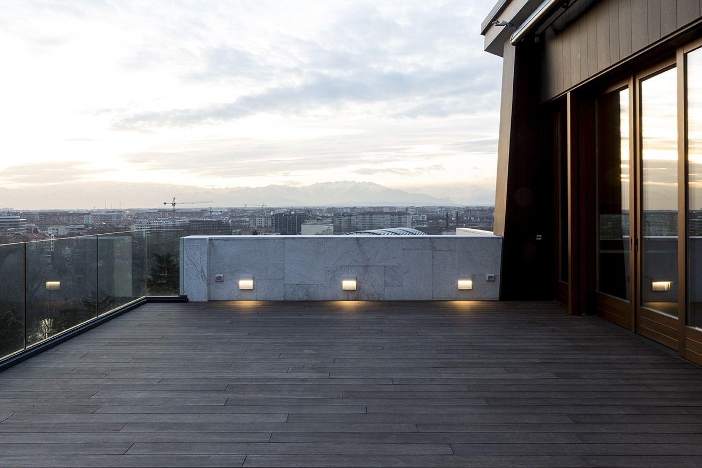Un attico su due livelli con terrazzo sulla città mansarda