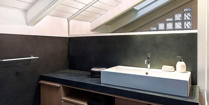 Una mansarda che sfrutta al meglio gli spazi pi bassi - Bagno mansarda rivestimento ...