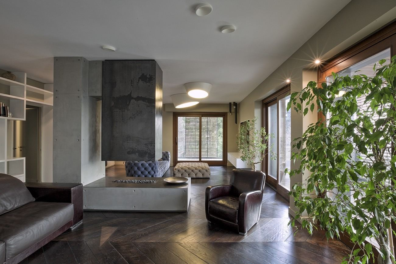 Salone Mansarda Con Rete E Camino : Un attico su due livelli con terrazzo sulla città
